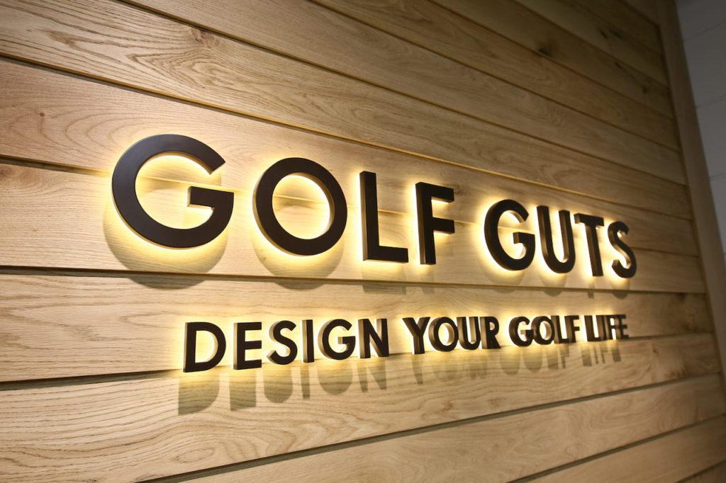 GOLF GUTSの入口ロゴ
